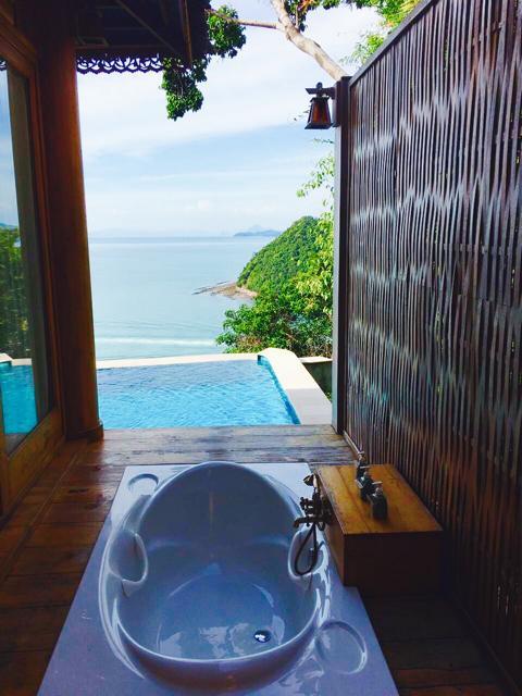 Santhiya Koh Yao Yai, Badewanne mit Ausblick auf Meer