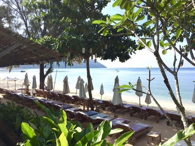 Santhiya Koh Yao Yai, Frühstücksbereich Hotel mit Blick auf Strand und Meer