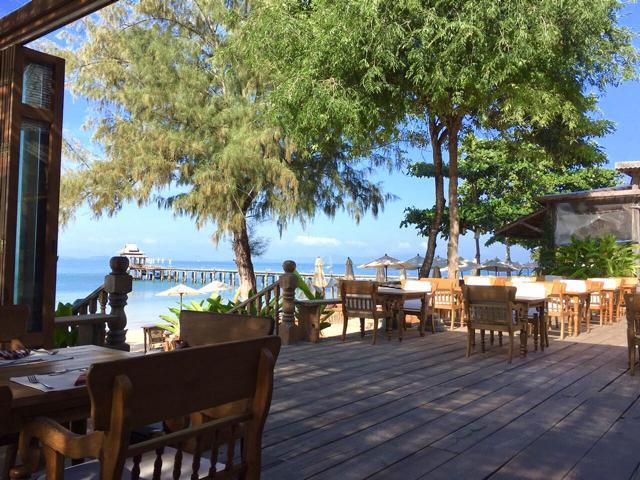 Santhiya Koh Yao Yai, Frühstücksbereich mit Blick auf Meer