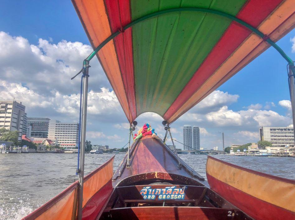 Bangkok Sehenswürdigkeiten, Fahrt mit einem bunten Boot