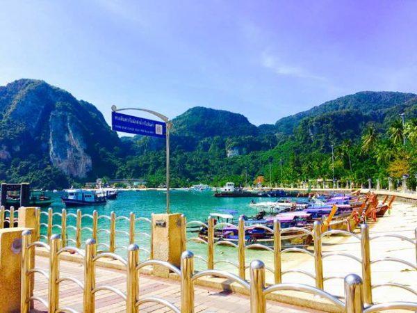Hafen mit Booten auf Ko Phi Phi