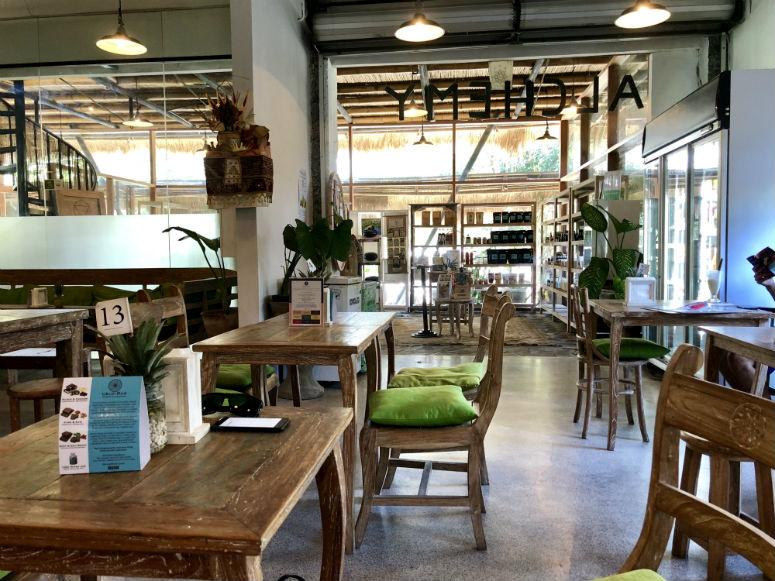 Innenraum eines veganen Restaurants in Ubud