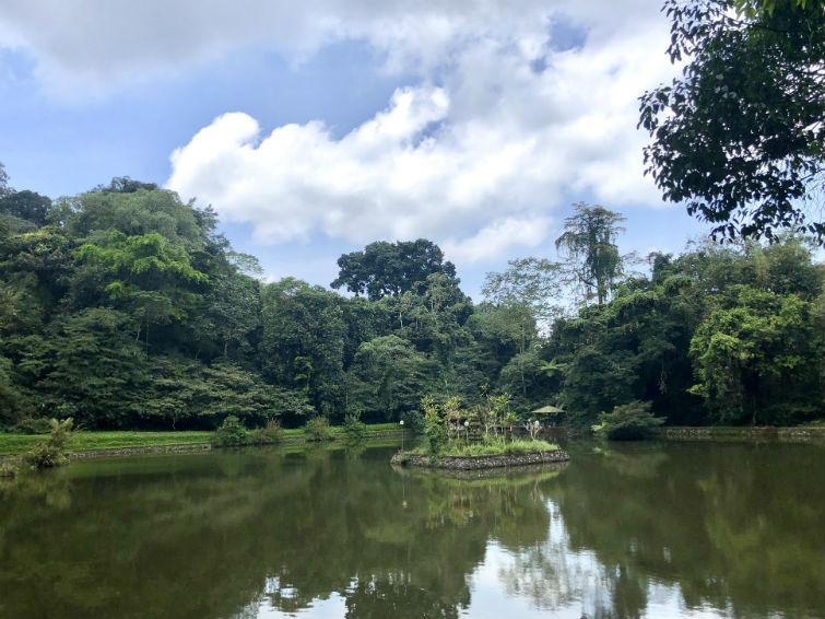 See in Tempelanlage auf Bali