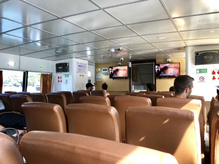 Innenbereich Schnellboot nach Gili Trawangan mit Ledersitzen