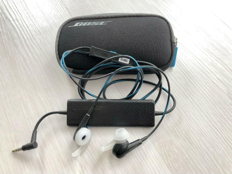 Reiseplanung, Kopfhörer, die Umgebungsgeräusche entfernen