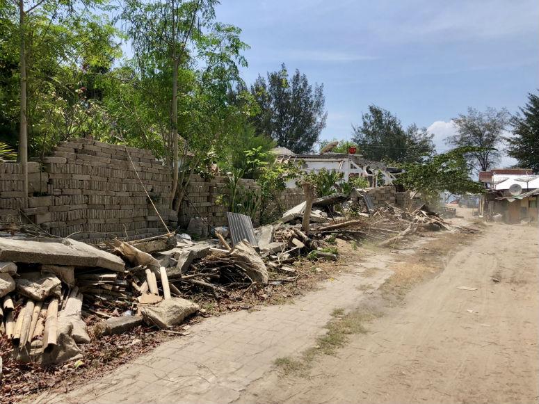 Weg mit Bauschutt auf Gili Trawangan