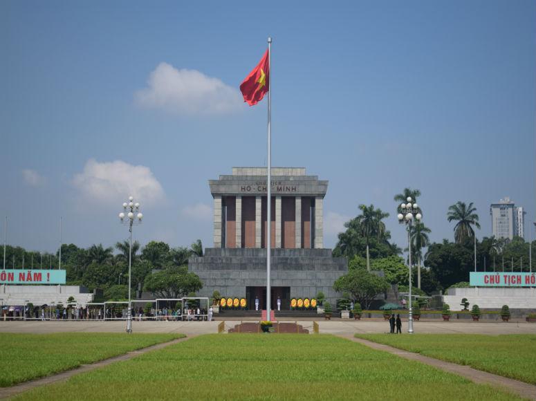 Sicht auf das Ho Chi Minh Mausoleum in Hanoi