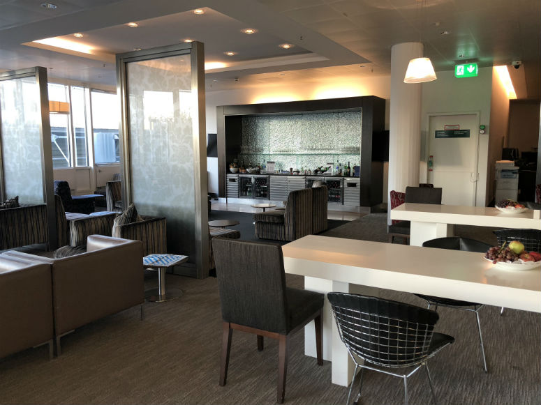 Überblick der Qatar Airways Business Class Lounge in München