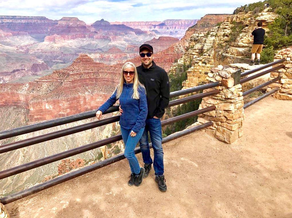 Grand Canyon, Nationalparks der USA, USA, Paar steht vor Geländer
