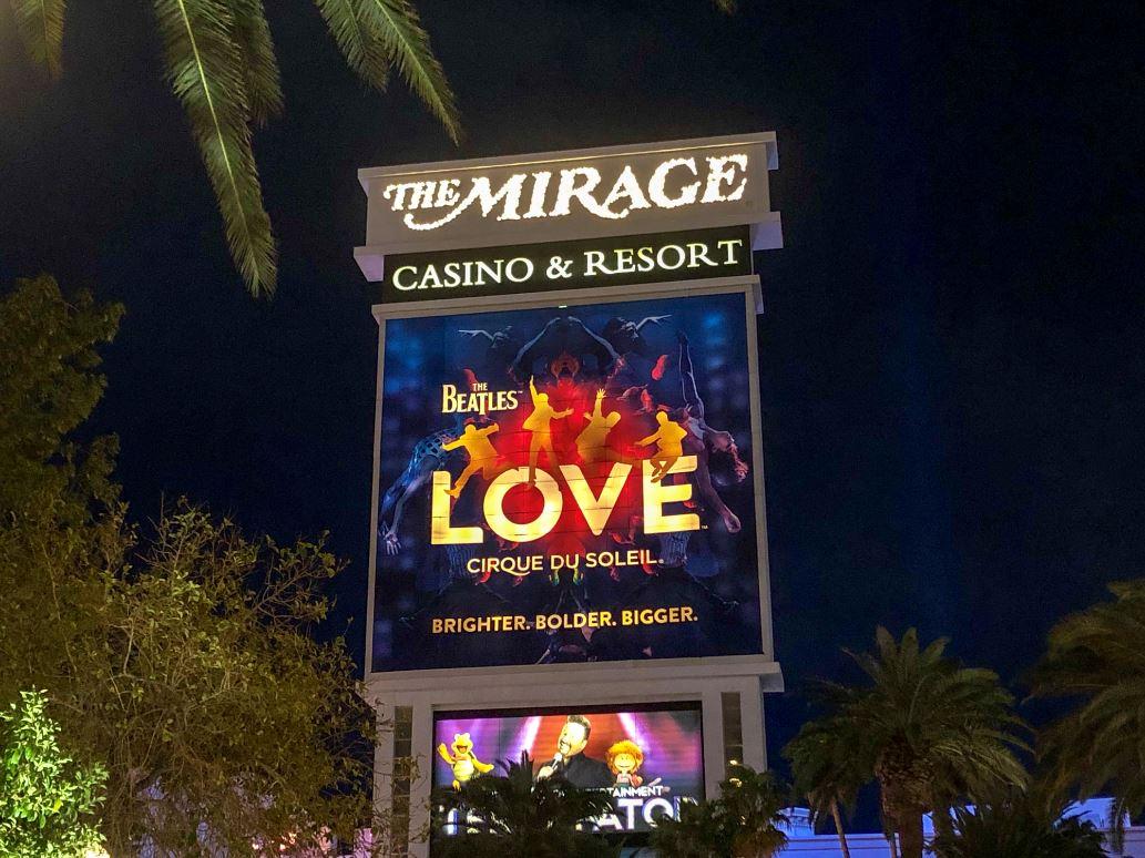 """Las Vegas Sehenswürdigkeiten, Schild """"Love"""" Show"""