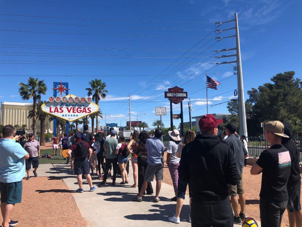 Las Vegas Sehenswürdigkeiten, Warteschlange vor dem Vegas Schild
