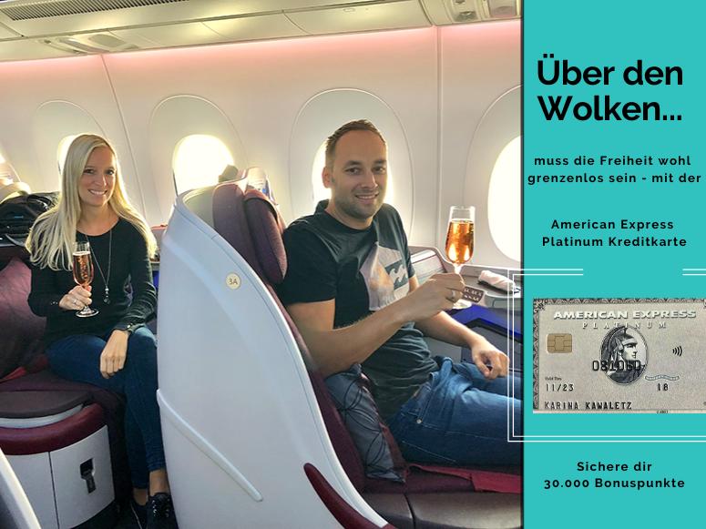 American Express Platinum Kreditkarte, Paar sitzt im Flugzeug mit Sekt in der Hand