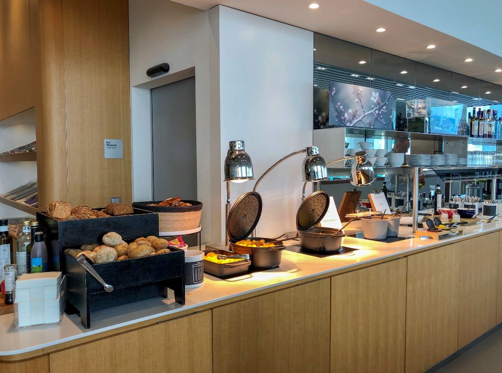 Buffet in der LH Airport Lounge München