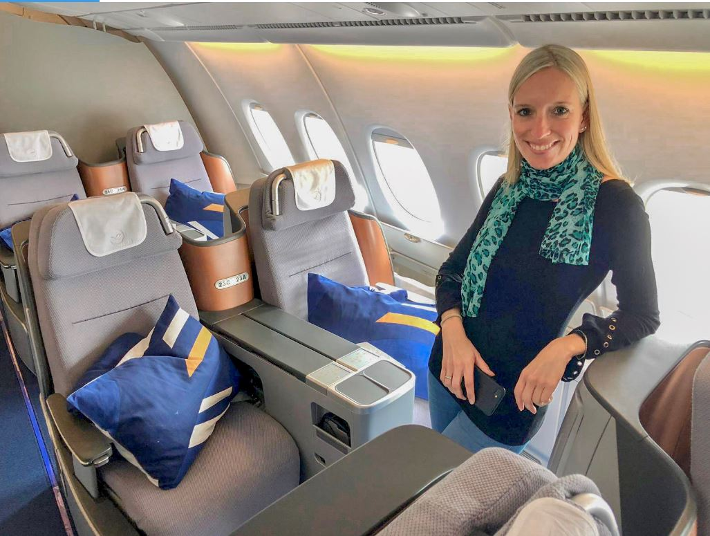 Frau in Lufthansa Business Class