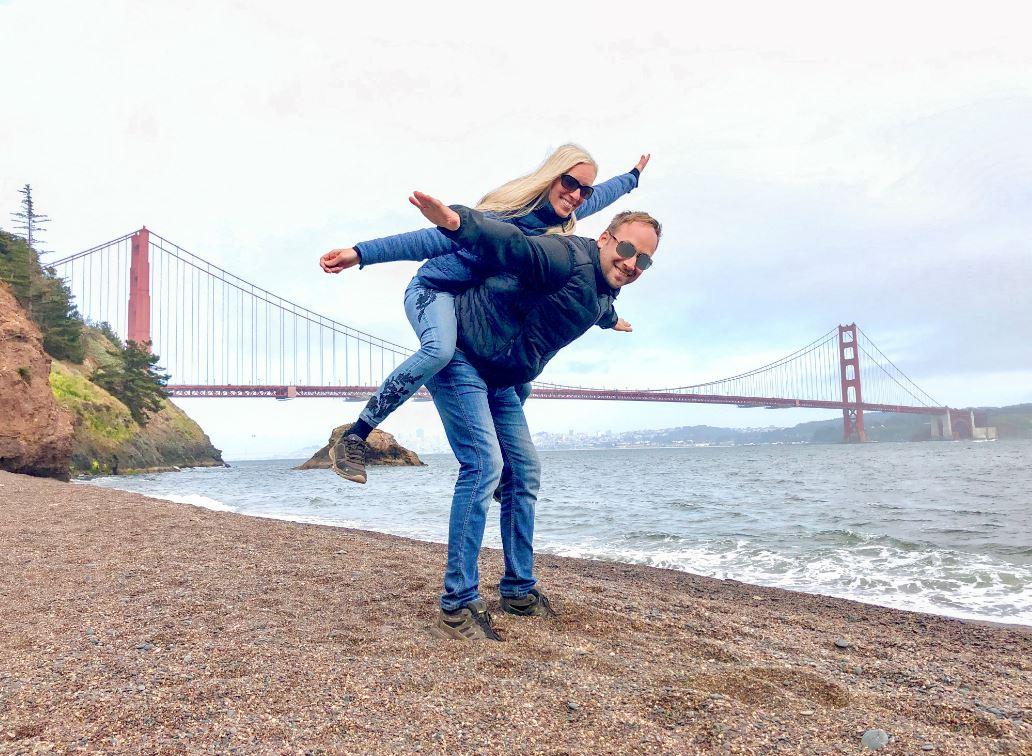 San Francisco Sehenswürdigkeiten, Pärchen vor Golden Gate Bridgeridge
