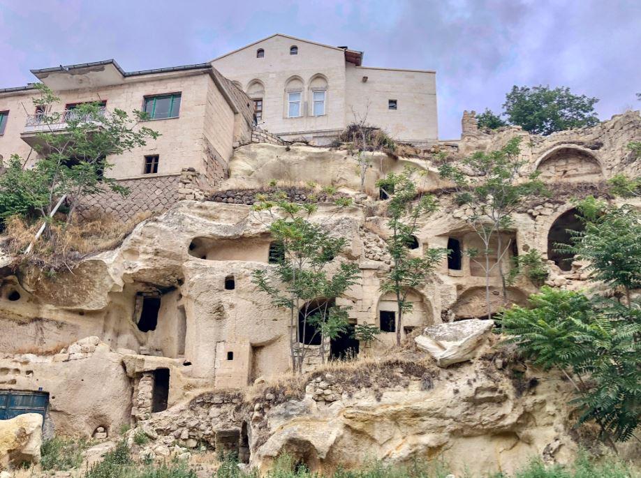 Das griechische Dorf Mustafa Pascha, Haus auf Felsen