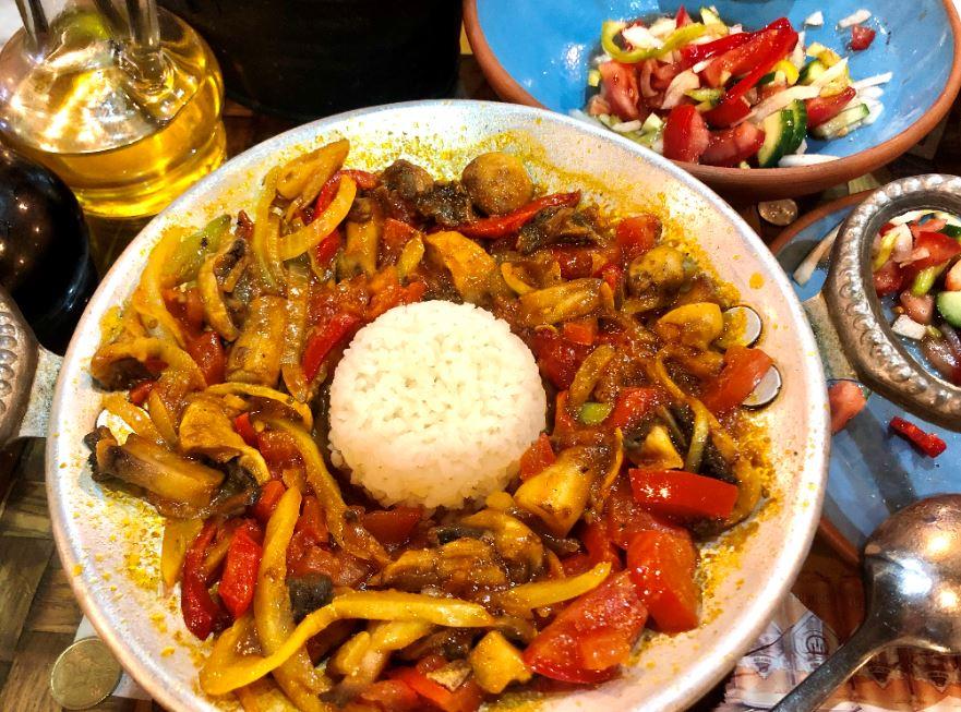 Keyif Café & Restaurant in Göreme, Pfanne mit Gemüse und Reis