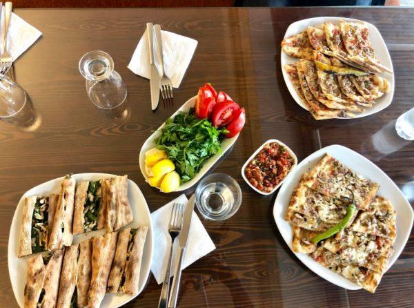 Kappadokien Restaurants, verschiedene türkische Gerichte auf Tisch