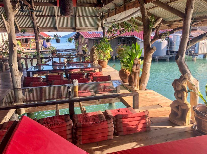 Restaurant Buddha View Koh Chang mit Blick auf das Meer