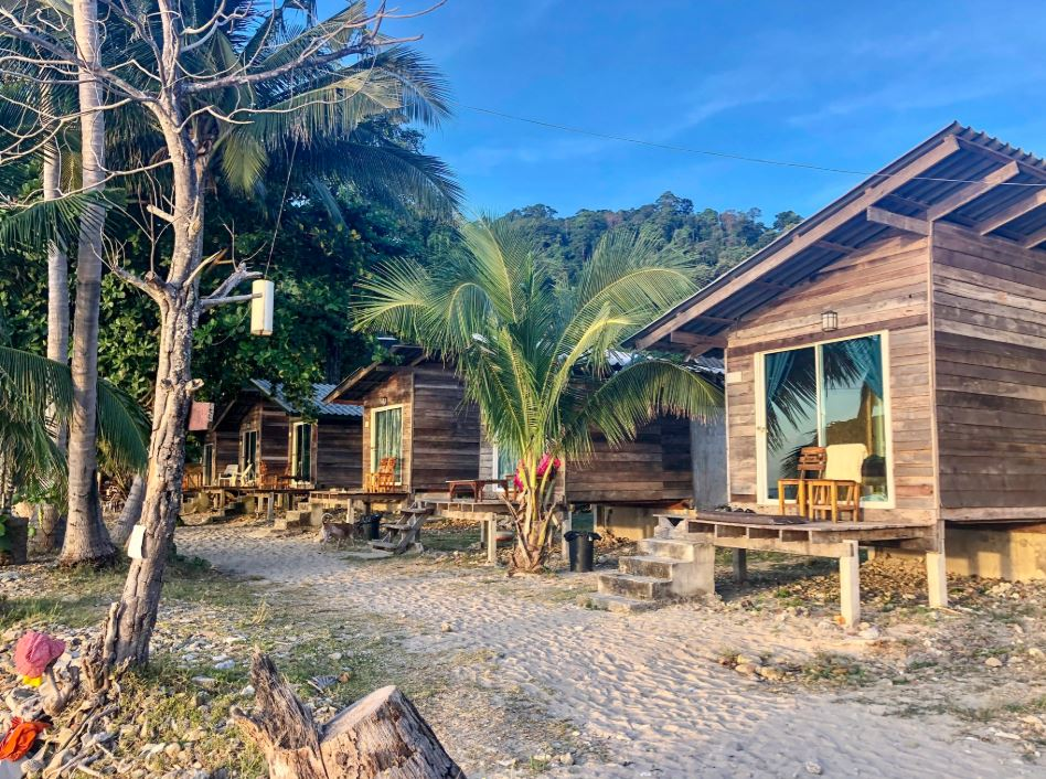 Strand Hütten der Anlage Siam Hut Koh Chang