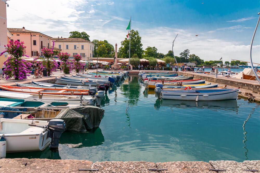 Blick auf Hafen in Bardolino