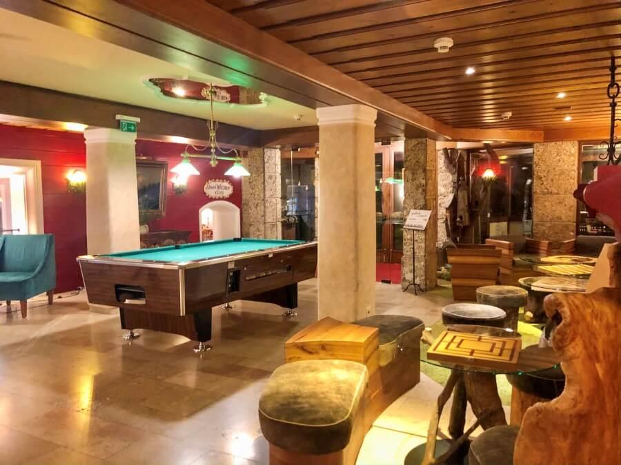 Blick auf Billardtisch im Hotel Ebners Waldhof