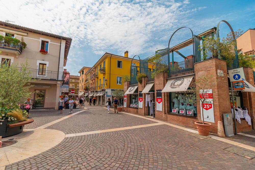 Die Innenstadt von Bardolino, menschenleer im Juli 2020