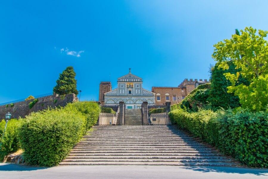 Florenz Sehenswürdigkeiten, Blick auf Treppen vor Kirche San Miniato al Monte