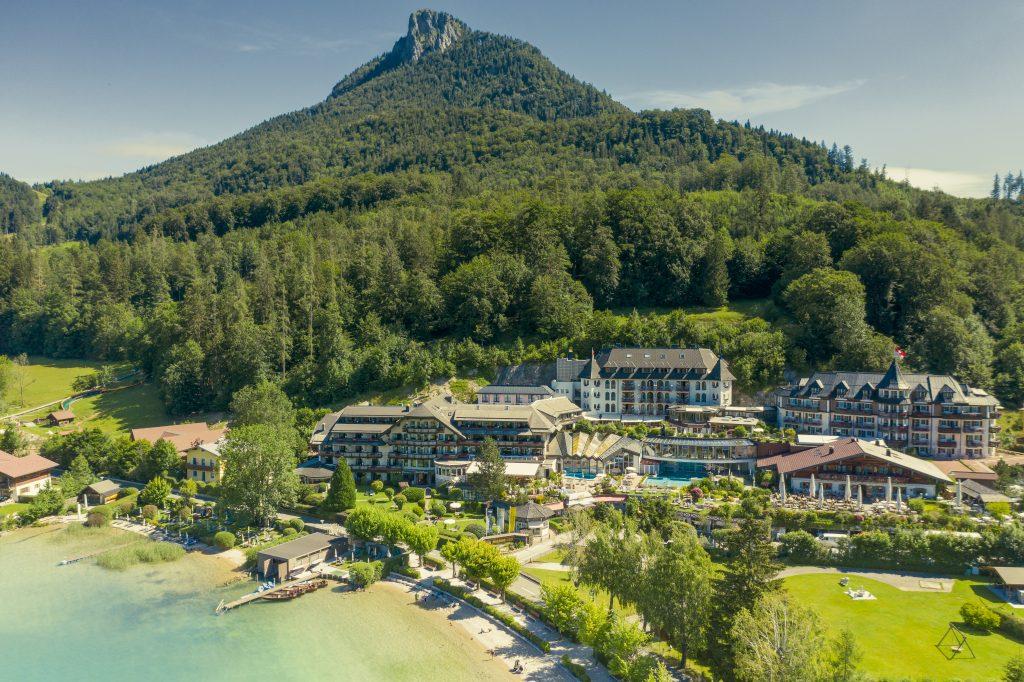 Blick auf Hotel Ebners Waldhof am See von außen