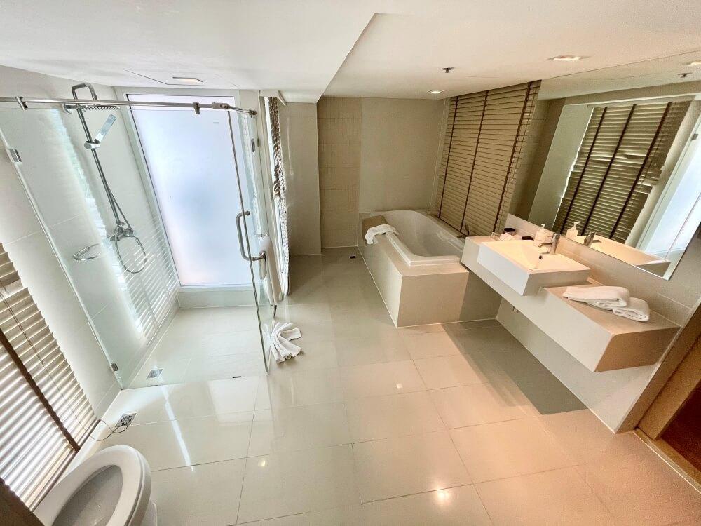 Thailand Einreise, Unser großes Bad im ASQ-Hotel Hi Residence